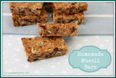 Just made this as getting ready for School/Uni lunches- I didn't add the flour and just added more of the organic Muesli. I also didn't add the brown sugar and used Dates instead.Very Yummy Soft & Chewy Homemade Muesli Bars - Bake Play Smile Lunch Box Recipes, Cereal Recipes, Lunchbox Ideas, Cake Recipes, Most Popular Recipes, Favorite Recipes, Homemade Muesli Bars, Healthy School Snacks, School Lunches