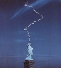 Science Discover lightning strikes statue of liberty perfect timing Time Cube Cool Pictures Cool Photos Funny Pictures Perfect Timed Pictures Hilarious Photos Random Pictures Funny Pics Perfectly Timed Photos Cool Pictures, Cool Photos, Funny Pictures, Hilarious Photos, Random Pictures, Perfect Timed Pictures, Funny Pics, Fun Funny, Funny Jokes