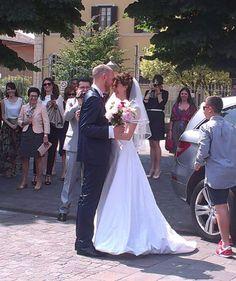 L'abito da #sposa di Chara, semplice ed al contempo elegante, unisce il fascino del minimal allo stile anni '60... #unasposatirapani #weddingday #tirapani #madeinitaly #sposavera #collezionesposa #nozze #bride #bridal #weddingdress