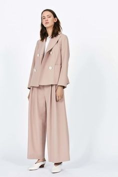 See the complete Piazza Sempione Resort 2017 collection.