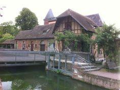 """Cache """"Manoir de Bigards"""", Louviers, France"""