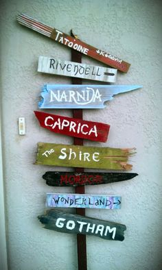 Easy DIY street sign to welcome guests into your home or direct them to your favorite fantasy world. Easy DIY street sign to welcome guests into your home or direct them to your favorite fantasy world. Geek Home Decor, Diy Home Decor, Decor Crafts, Sala Nerd, Deco Cinema, Geek Room, Nerd Cave, Geek Man Cave, Man Cave Wall