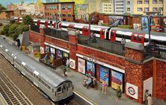Former Tube driver John Polley has built a world where every train runs on time – even in the snow – strikes are nonexistent and line closures never happen. London Underground Tube, London Underground Stations, Underground Railroad, Tube Train, Train Set, Ho Model Trains, U Bahn, London Transport, Model Train Layouts