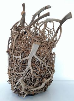 Catriona Pollard The Art of Weaving Enmeshed, Anaheke Metua linesstradbroke Samuel Yao Armonk Outdoor Art Show Chizu Seki. Contemporary Baskets, Diy And Crafts, Arts And Crafts, Brindille, Driftwood Art, Driftwood Ideas, Weaving Art, Home And Deco, Nature Crafts