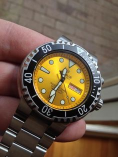 Deep Blue Yellow Dial Sundiver