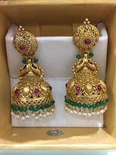 Gold Earrings Models, Jewelry Design Earrings, Gold Earrings Designs, Gold Jewellery Design, Diamond Earrings Indian, Gold Jhumka Earrings, Antique Earrings, Gold Temple Jewellery, Gold Wedding Jewelry