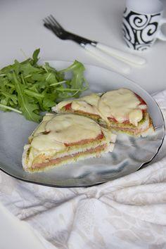 Een overheerlijke zalm-pesto tosti uit de airfryer, wie wil dat nou niet? Boordevol smaak door de pesto en zalm!