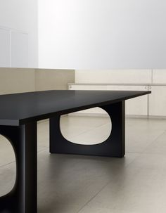 holo meeting table by kensaku oshiro
