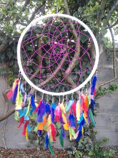 How to make a giant #dreamcatcher  http://twentythreetwentythree.blogspot.ie/2013/07/diy-dream-catcher.html#more