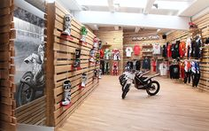 Mudville Motorcycles Store by Stone Designs, 2014 Madrid (Spain) #Mudville #StoneDesigns #retail