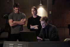 Foto de Barry Sloane, Emily VanCamp, Gabriel Mann en la Temporada 3 de la serie #Revenge
