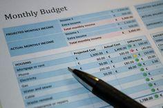 Domowe rachunki to wielki problem i sporo wydatków. Gospodarowanie domowym budżetem w sposób poprawny oraz pomysłowy pozwala na zaoszczędzenie znacznych sum pod koniec każdego miesiąca.