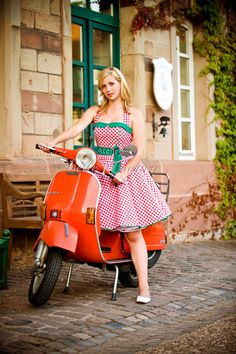 Fotoshooting: Nadine Persijn http://www.nadine-persijn.de Fesches Petticoatkleid mit Karomuster Das Kleid besteht aus einem angenehmen Baumwollstoff und ist für eine optimale Passform im...
