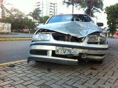 Policial militar é preso após se envolver em acidente em Olinda PM de 28 anos colidiu com o carro de uma mulher, que se feriu levemente. Ele se recusou a fazer o teste do bafômetro e foi levado a uma delegacia. Um policial militar de 28 anos foi preso, na manhã desta quarta-feira (19), após se envolver em um acidente de trânsito na Avenida Carlos de Lima Cavalcanti, em Casa Caiada, Olinda. De acordo com a Secretar 19/06/2013 08h56 - Atualizado em 19/06/2013 09h01 (Leia [+] clicando na…