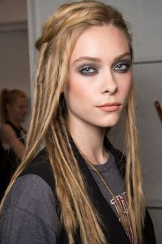 The best beauty looks spotted backstage at New York Fashion Week: smoky eyes and graphite nails at Nicole Miller