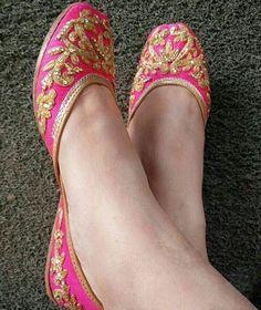 Pinterest: @pawank90 Indian Shoes, Crochet Sandals, Punjabi Fashion, Indian Fashion, Bridal Shoes, Wedding Shoes, Shoe Collection, Girls Shoes, Beaded Shoes