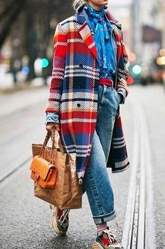 plaid coat, checkered tartan print coat, blue and red plaid print coat - aLife - Kleidung Street Style Inspiration, Inspiration Mode, Best Street Style, Looks Street Style, Street Styles, Star Fashion, Look Fashion, Winter Fashion, Womens Fashion