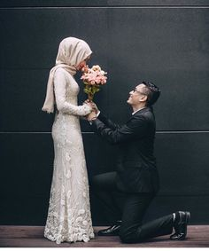 New Wedding Couple Outfits Beautiful 36 Ideas Bridal Poses, Wedding Poses, Wedding Photoshoot, Wedding Couples, Muslimah Wedding Dress, Muslim Wedding Dresses, Malay Wedding Dress, Kebaya Wedding, Foto Wedding