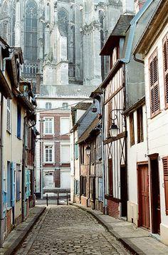 side-street in Beauvais, France (by Peter Gutierrez)