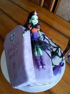 Monster high coffin cake