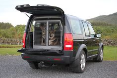 #landrover #discovery4 #saarloos #wolfdog transport your dogs safely and securely - protect your vehicle interior too! www.transk9.com