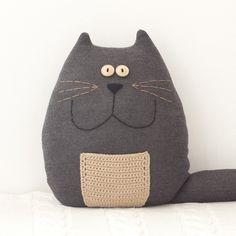 Coussin Chat gris - cherche un ami