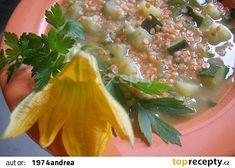 Cuketová polévka s červenou čočkou recept - TopRecepty.cz Seaweed Salad, Cheeseburger Chowder, Soup, Ethnic Recipes, Bulgur, Soups