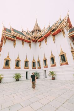 Do you love to go to a trip, as much as I do? We are pretty sure, your answer is yes :-) you will find some very useful info about Bangkok. Have fun the read. Enjoy your vacation in Bangkok Thailand. Bangkok Travel, Bangkok Hotel, Bangkok Thailand, Thailand Travel, Asia Travel, Bangkok Guide, Bangkok Trip, Laos Travel, Beach Travel
