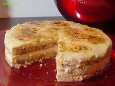 La Tarta gijonesa es típica del sitio de donde soy, Gijón. Se llama tarta gijonesa o postre gijonés, está hecha con una capa de bizcocho fina o con bizcochos de soletilla y un relleno que puede hacerse con praliné de avellana o con turrón. El praliné de avellana se puede comprar hecho, aunque a mi me cuesta encontrarlo, también se puede hacer en casa pero pa ... Spanish Desserts, Spanish Dishes, Sweet Recipes, Cake Recipes, Pudding Poke Cake, Poke Cakes, Crazy Cakes, Cooking Chef, Latin Food