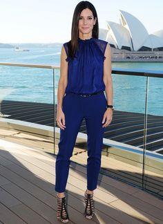"Sandra Bullock brought THE HEAT to Australia.Sandra Bullock poses for photos during the premiere of her new film ""Heat"" in Sydney, Australia. (AP)Sandra Bullock signs autographs for fans during the premiere of her new film ""Heat"". 40s Outfits, Sunday Outfits, Outfits Mujer, Cool Outfits, Summer Outfits, Casual Outfits, Casual Sunday Outfit, Blue Outfits, Summer Ootd"