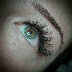 """4 """"Μου αρέσει!"""", 1 σχόλια - Dimitra Gkouzou (@dimitra.gkouzou) στο Instagram: """"Βλεφαρίδες εξτένσιον . . . . #nailsfoils #permanentmakeup #hairstroking #eyebrows #eyebrowshaping…"""""""