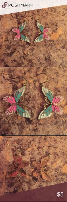 🎉Butterfly earrings🎉 Really cute butterfly earrings looking for a new home. In excellent condition ☺️ Jewelry Earrings