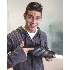 James Rodriguez reveals laceless technology. A new fit experience with pure control. Coming in 2016.