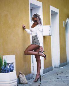 Great Legs, Beautiful Legs, Mini Skirt Dress, Mini Skirts, Sexy Outfits, Fit Women, Sexy Women, Pantyhose Outfits, Sexy High Heels
