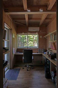 回廊テラスで緑と接する2世帯住宅: アトリエグローカル一級建築士事務所が手掛けた北欧書斎&オフィスです。