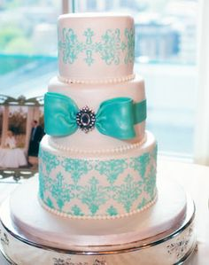 cute cake bow..color is a little too light though