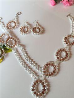 Schmuckset 18 bestehend aus Collier,  Armband  und Ohrringen, plus Schmucketui, Farbe pink,  im Format  16 cm x 12 cm   Erhältlich in meinem Etsy - Shop