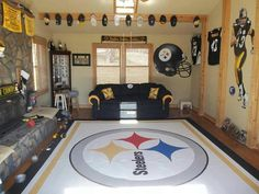 steelers room - Jeffery would never leave this room! Steelers Football, Pittsburgh Steelers, Steelers Gear, Here We Go Steelers, Steelers Stuff, Pitt Steelers, Pure Football, Football Rooms, Football Crafts