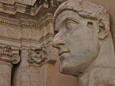 Fragmentos da estatua de Constantino    Restos da estatua colosal do s. IV do emperador Constantino.