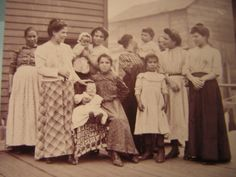 Italian Immigrants, 1902 by Miss History, via Flickr Vintage Photographs, Vintage Photos, Newsies Costume, Ellis Island Immigrants, Black White Photos, Black And White, White Tractor, Beautiful Children, Old World