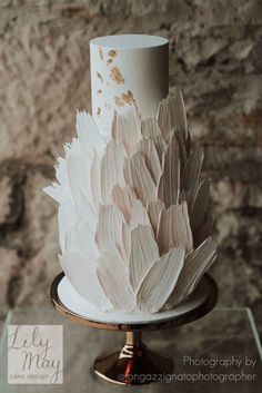 Our version of a stunning chocolate feather brushstroke wedding cake in soft pin. - Our version of a stunning chocolate feather brushstroke wedding cake in soft pin. Pretty Cakes, Beautiful Cakes, Wedding Cake Designs, Wedding Cakes, Cupcake Torte, Cupcakes, Brushstroke Cake, Feather Cake, Nake Cake