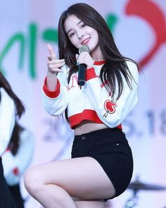 Latest Images of beautiful Nancy momoland hd photos and Nancy momoland hd mobile wallpapers for android / iphone Korean Beauty Girls, Korean Girl, Asian Beauty, Nancy Momoland, Cute Asian Girls, Beautiful Asian Girls, Morning Beauty Routine, Cute Young Girl, Girly