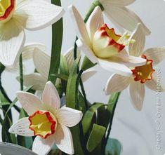 """Великолепная погода, настоящая зима за окном не мешает нам думать о Весне! Готовится к Весне! В этом году я для себя решила, что буду готовить сани летом, т.е. весенние цветы начну """"выращивать"""" сразу после нового года... Пока медленно, но получается! Любимые нарциссики скручены из 2 мм корейских полос Ниже фото крупных планов. Возникнут вопросы, пишите, я с удовольствием с Вами пообщаюсь)) фото 3"""