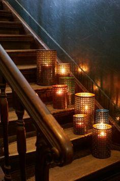 Prachtige lantaarns, ook sfeervol voor de feestdagen. Shop ze nu in goud, rood, gtoen of blauw! Via www.casa-byzonder.nl