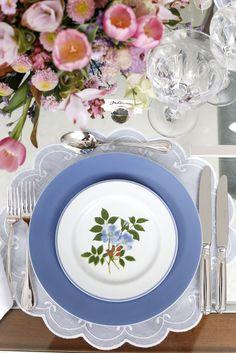 Mesa que preparamos para o lançamento da maravilhosa louça Bouquet Azul da Theodora Home.