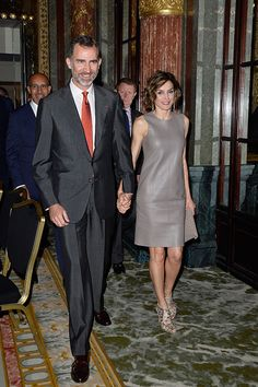 King Felipe VI of Spain Photos Photos: King Felipe of Spain and Queen Letizia of Spain on Official Visit in France : Day 3 Madrid, Spanish Royalty, Estilo Real, Spanish Royal Family, Her Majesty The Queen, Royal Life, Barcelona, Queen Letizia, Jumpsuit Dress