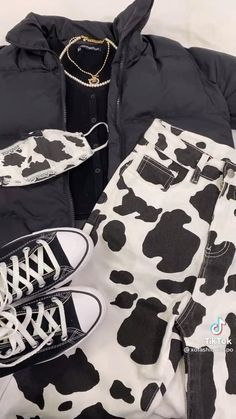 Weekend Outfit, Cow Print, Casual Outfits, Print Jeans, Black And White, Brandy Melville, My Style, Romwe, Baddie