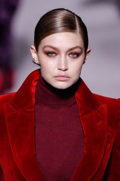 Gigi Hadid Photos - Gigi Hadid walks the runway at the Tom Ford Autumn/Winter 2019 Collection on February 2019 in New York City. - Tom Ford FW 2019 - Runway - New York Fashion Week: The Shows Red Lipstick Shades, Filling In Eyebrows, Tom Ford Makeup, Color Sensational, Runway Makeup, Pink Eyes, Fair Skin, Fashion Tips For Women, Gigi Hadid