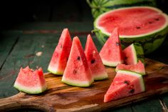 Looking for fun ways to use all of your yummy summer produce? Try these five easy recipes. Watermelon Uses, Watermelon Benefits, Watermelon Slices, Summer Diet, Summer Fruit, Mint Drink Recipe, Vitamin C Rich Fruits, Nutritional Disorders, Vitamin D Mangel