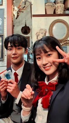 Korean Drama Stars, Watch Korean Drama, Korean Drama Best, Korean Drama Movies, Family Photo Studio, Boy And Girl Friendship, Korean Best Friends, Netflix, K Wallpaper